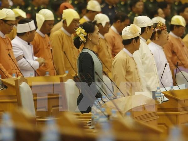 缅甸国家顾问昂山素季会见未签署停火协议的少数民族武装代表 hinh anh 1