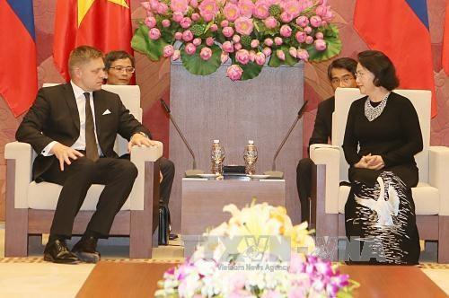 越南国会主席阮氏金银会见斯洛伐克总理罗伯特·菲乔 hinh anh 1
