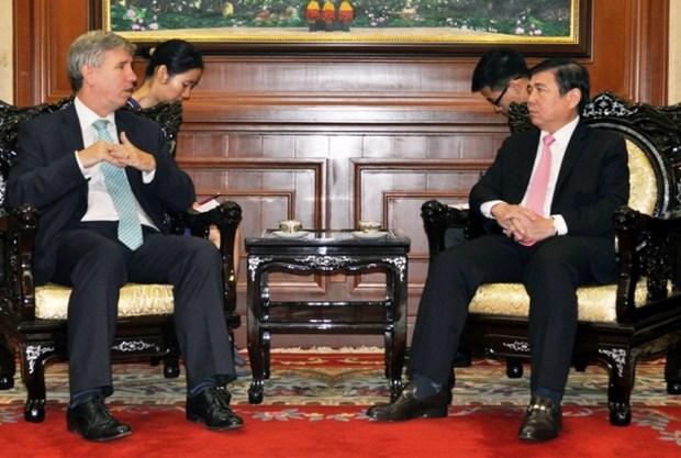 英国愿与胡志明市加强在基础设施领域的合作 hinh anh 1