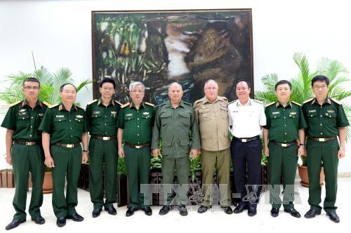越南与古巴进行国防政策对话 hinh anh 1