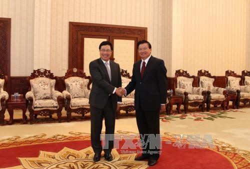 老挝领导人高度评价越老良好的合作关系 hinh anh 1