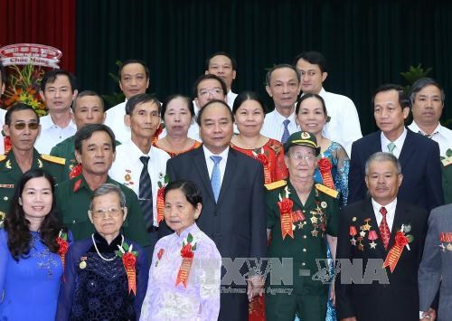阮春福总理出席2016年全国模范革命有功者表彰大会 hinh anh 1