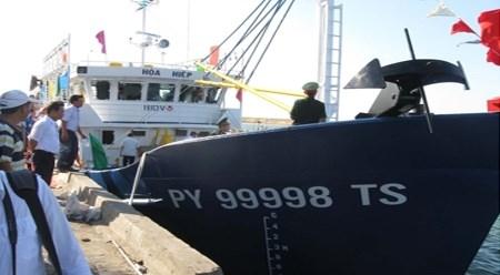越南富安省最大钢壳渔船正式下水 hinh anh 1