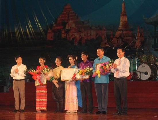 2016年越老柬缅泰五国艺术联欢会圆满落幕 hinh anh 2