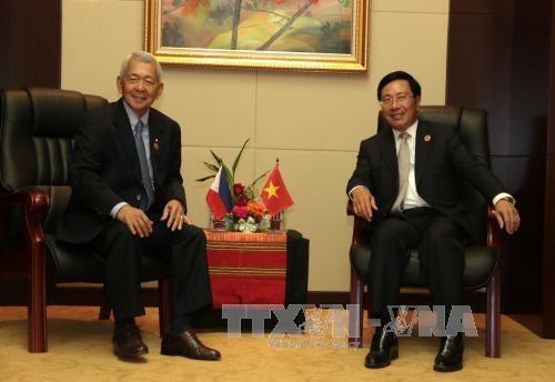 越南政府副总理兼外交部长范平明分别会见各国外长 hinh anh 2