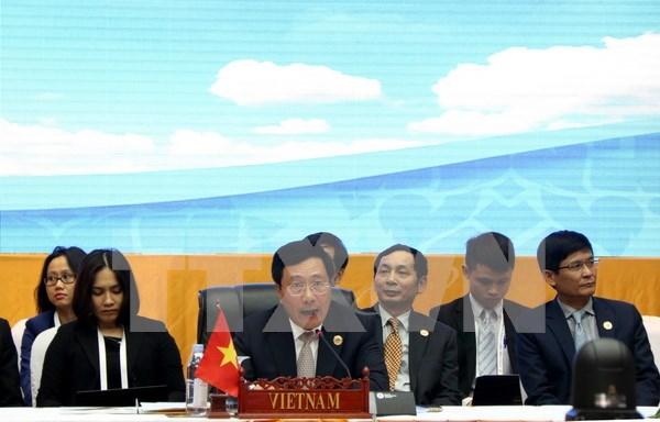 越南在东盟与伙伴国外长会议上再次强调保障东海和平安全稳定和航行与飞越自由的立场 hinh anh 1