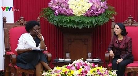 越共中央民运部部长张氏梅会见世行亚太地区副行长维多利亚•克瓦 hinh anh 1