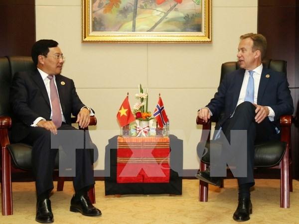 越南政府副总理兼外交部长范平明同挪威、新西兰与加拿大外长举行双边会晤 hinh anh 1