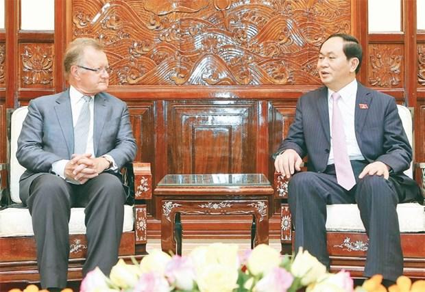 越南国家主席陈大光会见前哈佛商学院副院长约翰·奎尔奇 hinh anh 1
