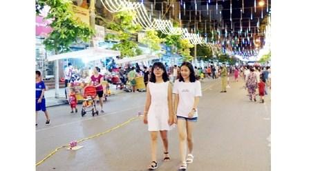 引人注目的越南芒街市商业步行街 hinh anh 1