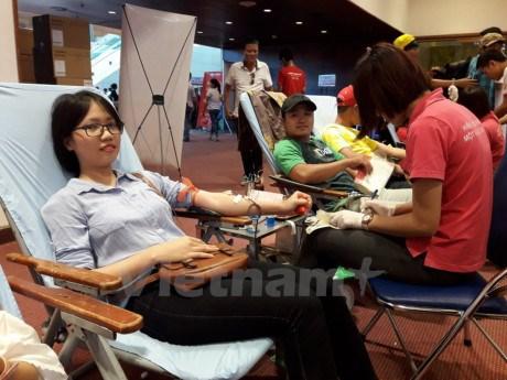 """2016年""""红色之行""""无偿献血活动总结仪式在河内举行 hinh anh 1"""