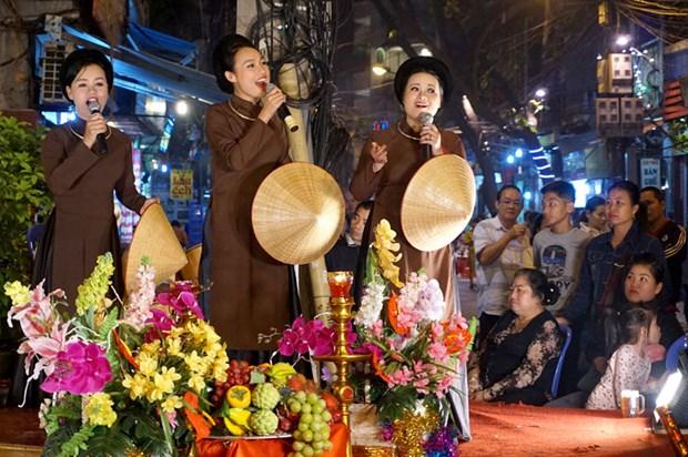 河内古街夜晚生动的民族音乐 hinh anh 1