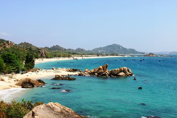 前往广宁省姑苏岛的外国游客不需要申请边境地区旅行证 hinh anh 2
