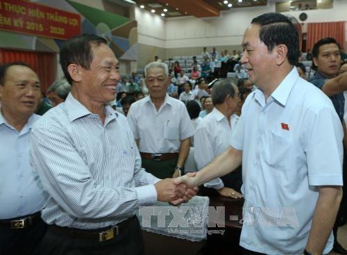 越南国家主席陈大光与胡志明市第四郡选民接触 hinh anh 3
