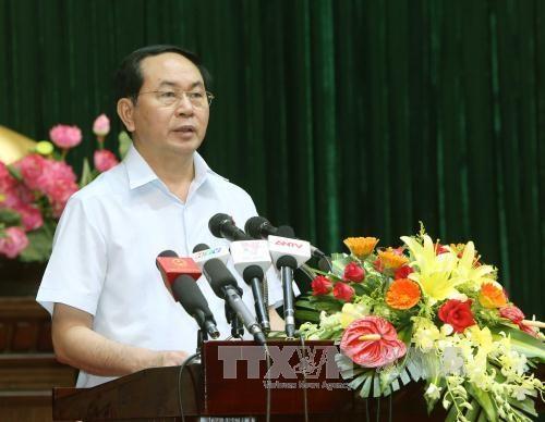 越南国家主席陈大光与胡志明市第四郡选民接触 hinh anh 1