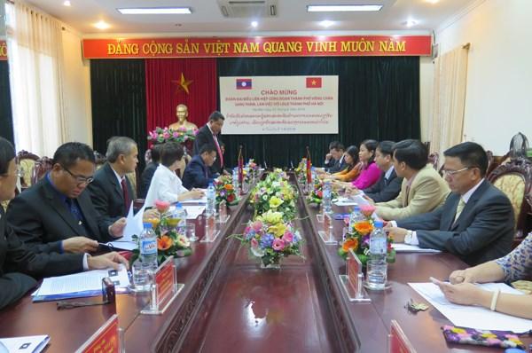 越南河内与老挝万象加强工会合作 hinh anh 1