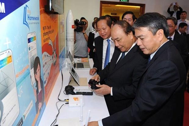 阮春福总理:VNPT与电信行业努力发展成为国民经济支柱 hinh anh 1