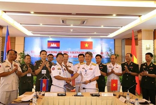 越南海军与柬埔寨皇家海军举行关于双边联合巡逻的第11次年度会议 hinh anh 1