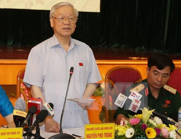 越共中央总书记阮富仲与河内市选民接触 hinh anh 1