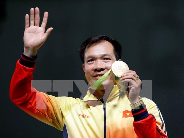 阮春福总理向越南体育代表团和射击选手黄春荣致贺电 hinh anh 1