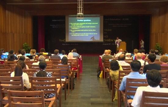 国际物理学会议在越南平定省举行 hinh anh 1