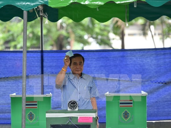 泰国全民公投结果:对稳定的渴望 hinh anh 1