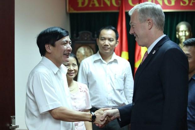 越南劳动总联合会裴文强会见美国驻越大使 hinh anh 1