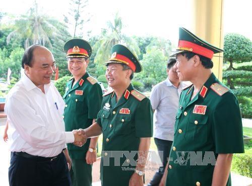 阮春福总理走访慰问越南人民军第四军区干部战士 hinh anh 1
