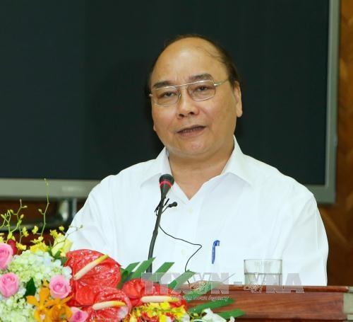 阮春福总理走访慰问越南人民军第四军区干部战士 hinh anh 2