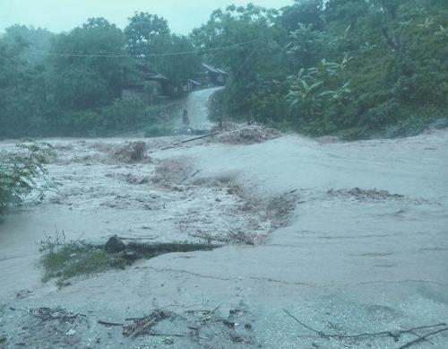 清化与和平两省发生水灾造成1人死亡2人失踪 hinh anh 1