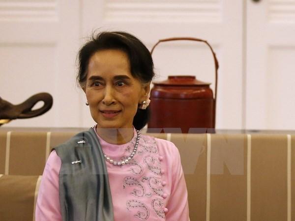 缅甸联邦共和国国务资政昂山素季启程对中国进行正式访问 hinh anh 1