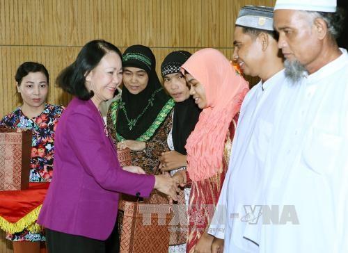 越共中央政治局委员张氏梅与三个省市伊斯兰教代表会面 hinh anh 1