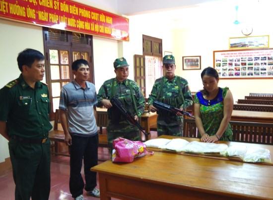凉山省边防部队破获一起非法运输毒品案缴获病毒6公斤 hinh anh 1