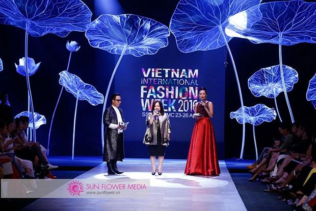 越南国际时装周首次在河内举行 hinh anh 2
