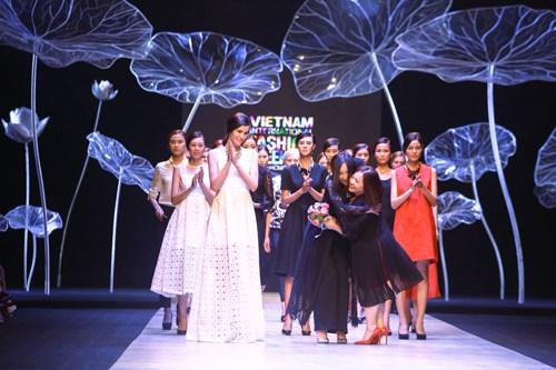 越南国际时装周首次在河内举行 hinh anh 1