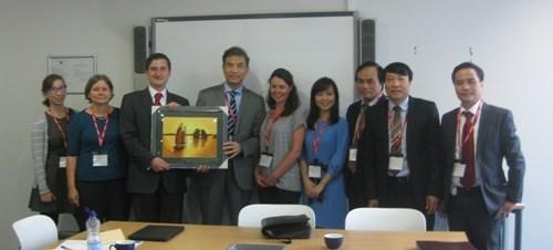 越共中央宣教部代表团访问英国 hinh anh 1