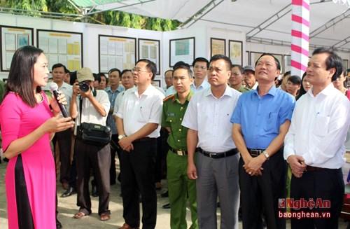 """""""黄沙和长沙归属越南—历史证据和法律依据""""地图资料展在乂安省举行 hinh anh 3"""