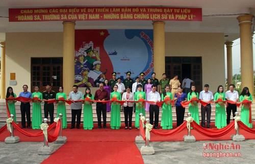 """""""黄沙和长沙归属越南—历史证据和法律依据""""地图资料展在乂安省举行 hinh anh 1"""