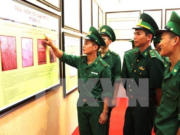 """""""黄沙与长沙归属越南:历史证据和法律依据""""资料图片展在安江省举行 hinh anh 1"""
