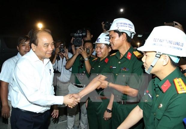 越南政府总理阮春福视察大峰隧道项目 hinh anh 1