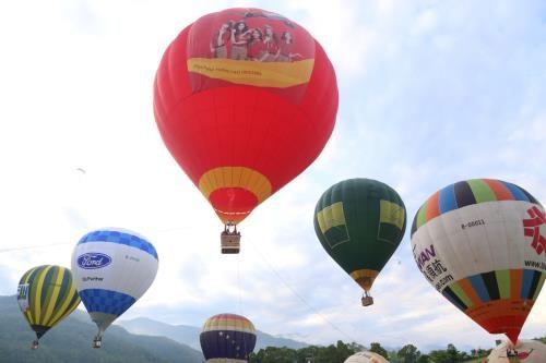 越捷航空公司在木州县举行热气球体验活动 hinh anh 1