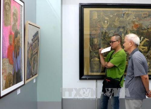 第21届红河平原地区美术展在海防市开展 hinh anh 1