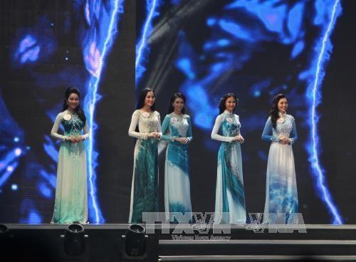 2016年越南小姐选美大赛总决赛:杜美玲佳丽摘得桂冠 hinh anh 4