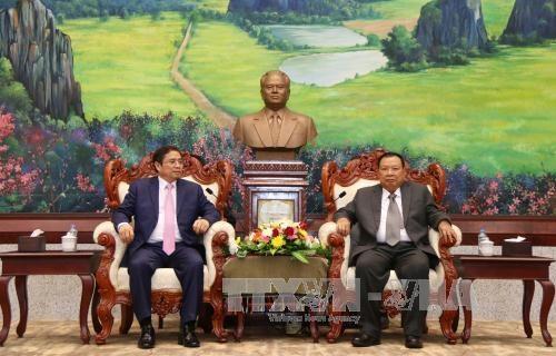 老挝人革党中央总书记、国家主席本扬•沃拉吉会见越共组织部高级代表团 hinh anh 1