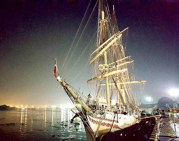 挪威最古老的帆船瑟兰达号抵达胡志明市庆会港 hinh anh 1