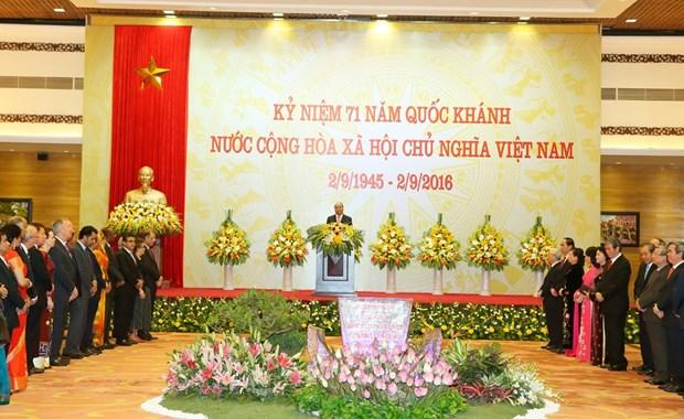 阮春福总理举行国庆招待会庆祝越南社会主义共和国成立71周年 hinh anh 2