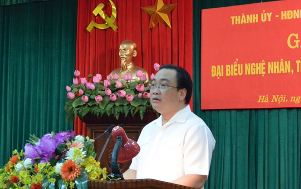 越南河内市委书记黄忠海会见首都河内150名手工艺人和工匠 hinh anh 1