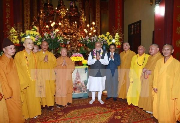 印度总理纳伦德拉•莫迪与越南佛教学院僧尼会面交流 hinh anh 1