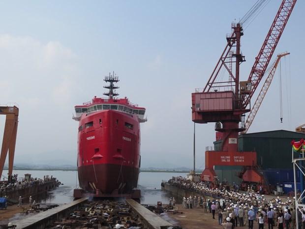 越南建造PSV3300油气服务船2#成功下水 hinh anh 1