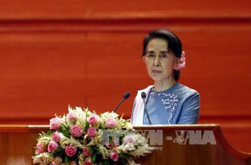 美国正考虑放松对缅甸的制裁 hinh anh 1